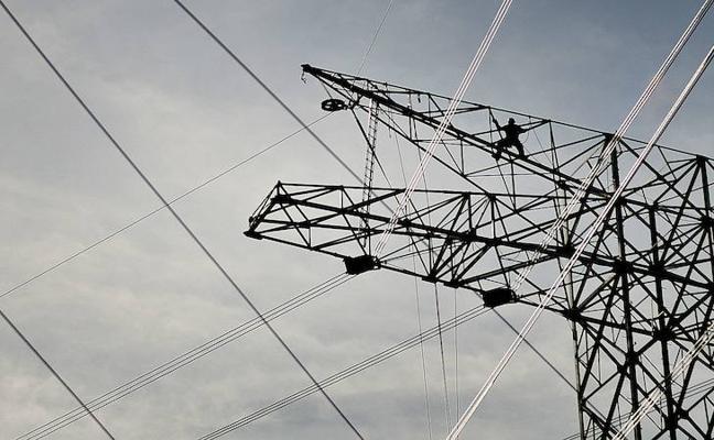Las obras de la línea de alta tensión que cruzará 17 pueblos de Bizkaia arrancarán tras el verano