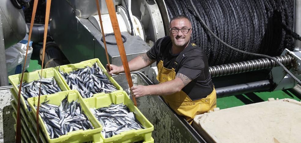 Los arrantzales reflotan su economía con la mejor campaña de bonito y anchoa en 20 años