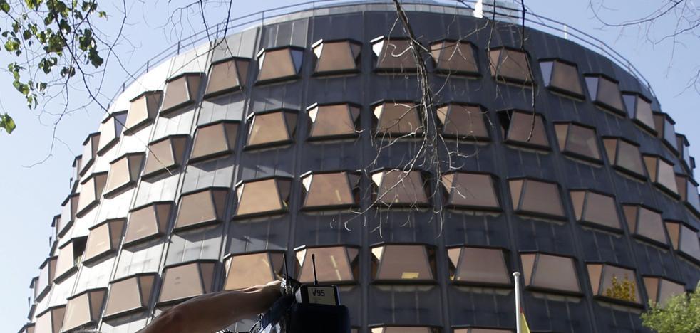 El Constitucional da la razón a Euskadi al concederle la gestión de la ayuda de 426 euros por desempleo
