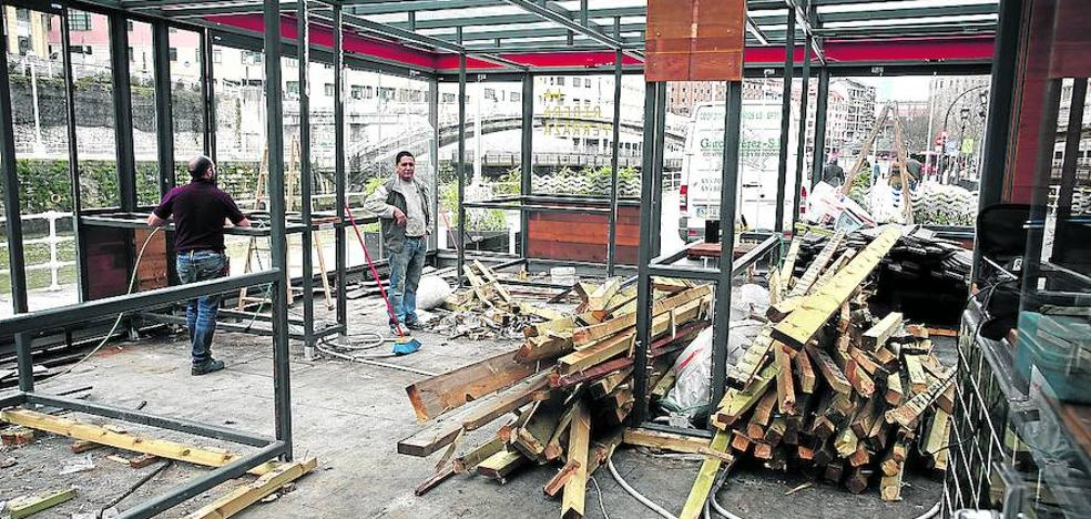 Desmantelan de forma definitiva la terraza de los bajos del Mercado de La Ribera