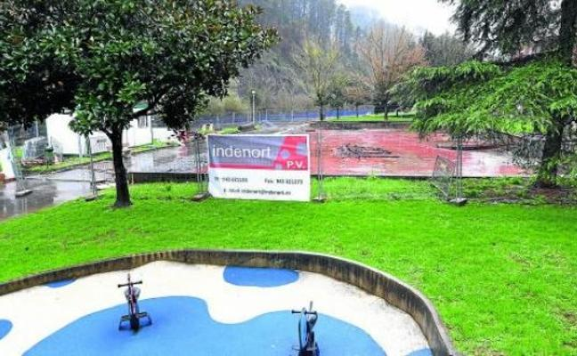 Vecinos denuncian molestias por el retraso de las obras en un parque infantil de Arrigorriaga
