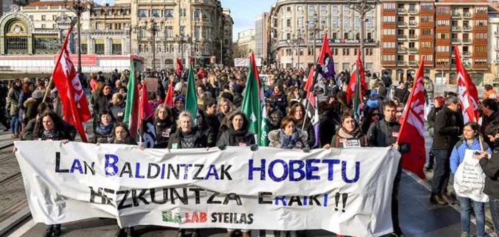 Los sindicatos anuncian tres huelgas generales y cuatro semanas de paro por sectores en la enseñanza pública vasca