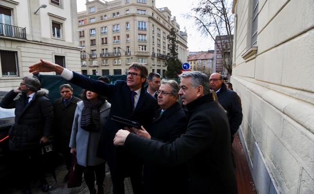 Urtaran propone al ministro de Interior sufragar al 50% las obras del entorno del Memorial de Víctimas