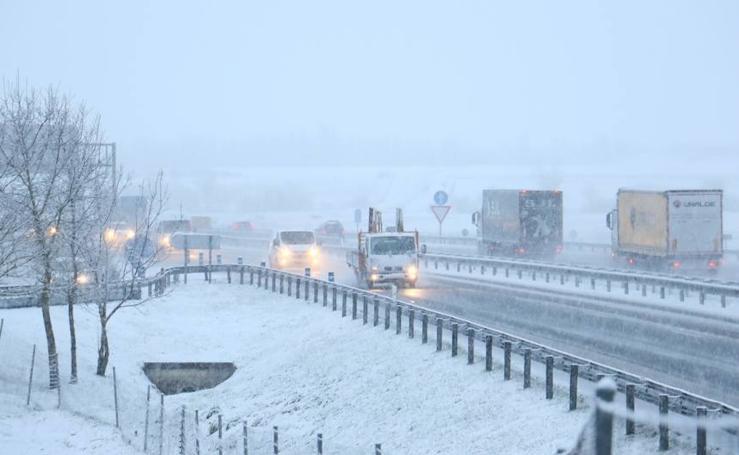 La nieve vuelve a la geografía alavesa