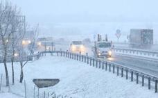 Precaución y restricciones por nieve en la red alavesa de carreteras