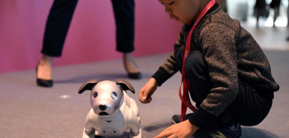 El perro-robot Aibo de Sony arrasa en la preventa