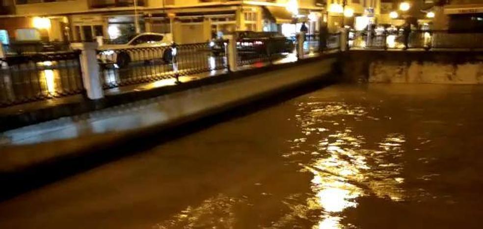 Así bajaba el caudal del río Oka en Gernika