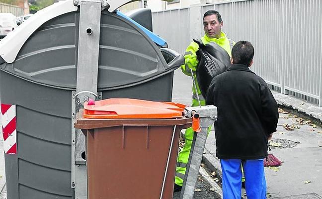 125 negocios y colegios de Vitoria contarán con recogida diaria de residuos orgánicos