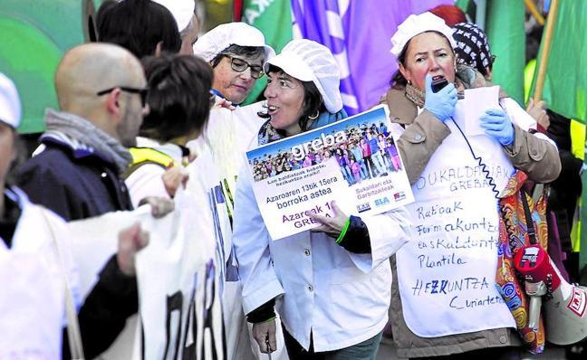 Educación acusa a los sindicatos de tomar como rehenes a las familias para pedir mejoras laborales