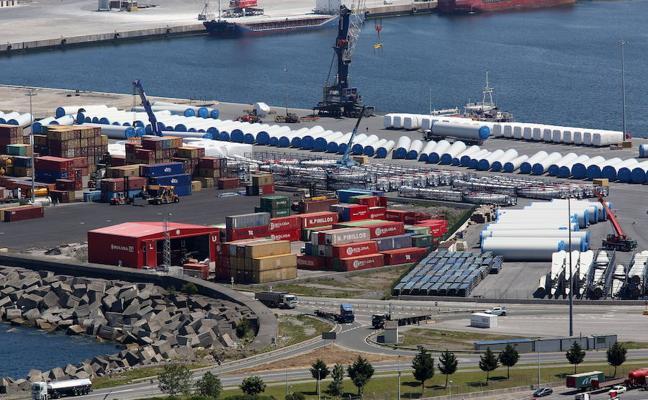 La Policía desaloja otro asentamiento ilegal en el Puerto de Bilbao y alerta de su insalubridad