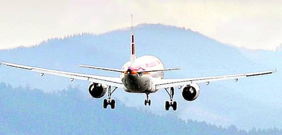 Sólo uno de cada 500 vuelos se desvía o cancela en Loiu por el mal tiempo