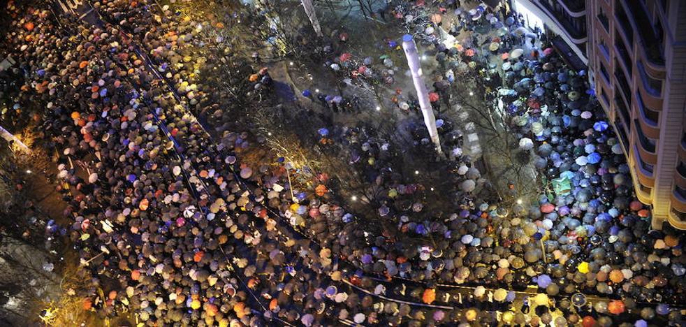 Miles de personas recorren Bilbao para pedir el fin de la dispersión