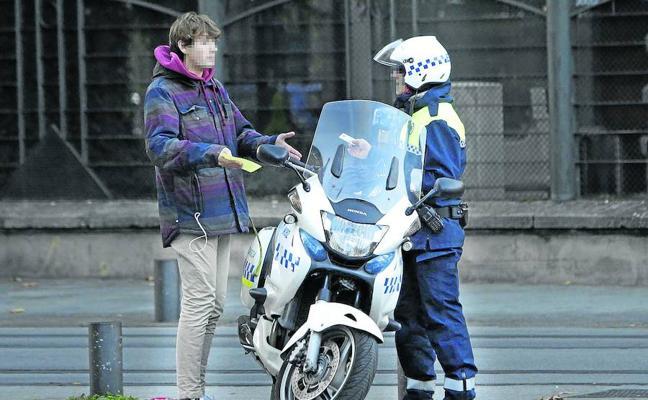 Los policías locales de Vitoria rebajan la presión y vuelven a multar a niveles previos a la 'huelga de celo'