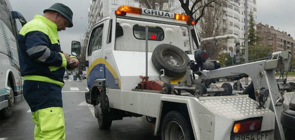 Piden 10 años de cárcel por encañonar a un operario de una grúa de Vitoria para recuperar su vehículo