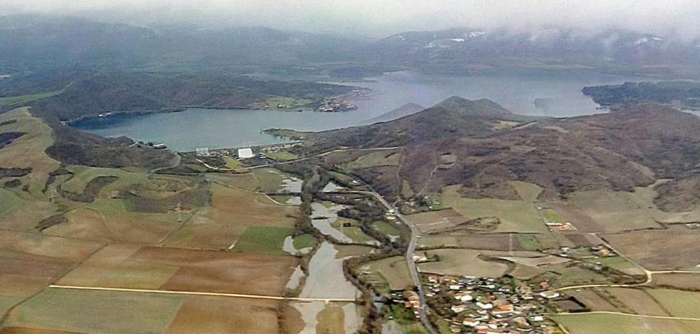 El desembalse de Ullibarri provoca leves desbordamientos del Zadorra