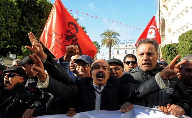 El Gobierno de Túnez anuncia nuevas ayudas sociales para aplacar las protestas