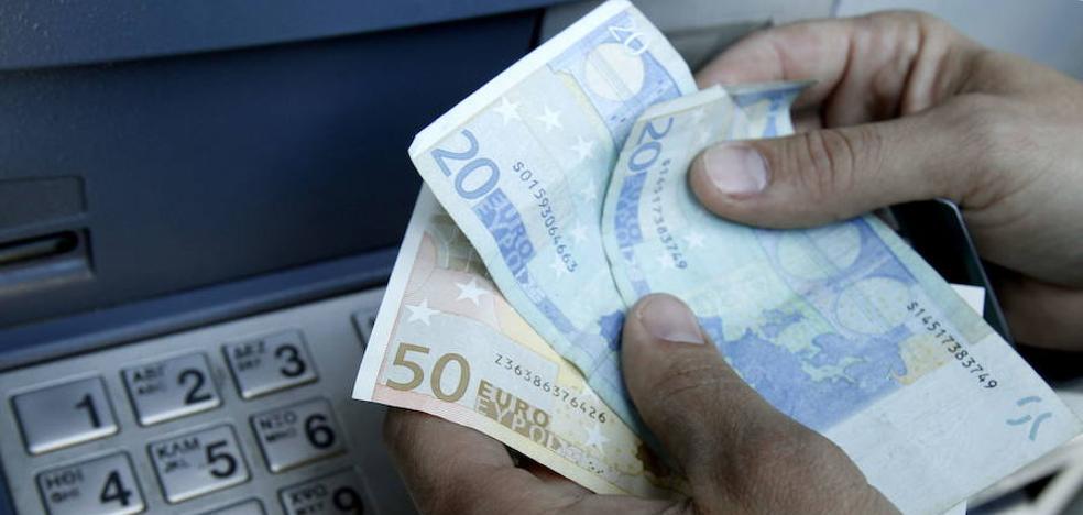 Las familias españolas sacan 50.000 millones de depósitos por su baja rentabilidad