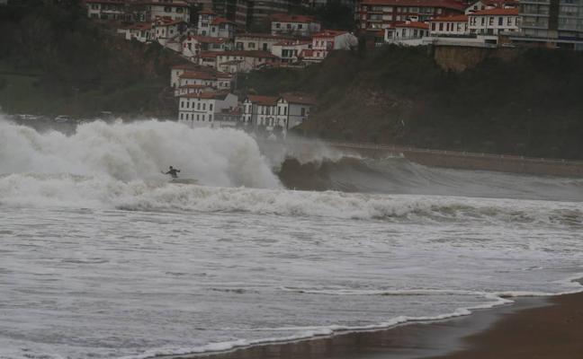 Getxo vigila las zonas de riesgo ante el temporal de olas