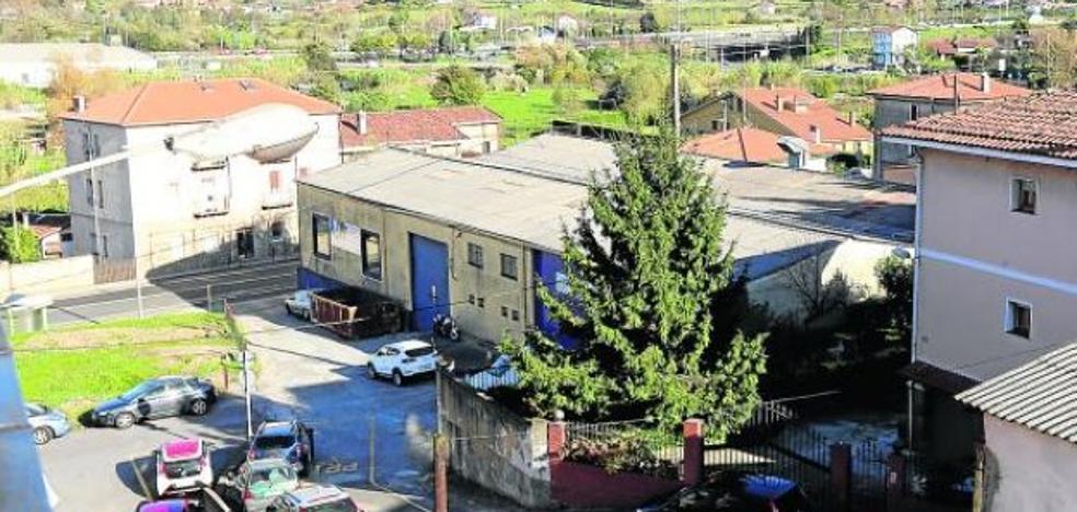 Vecinos denuncian la actividad sin licencia de dos empresas de Astrabudua