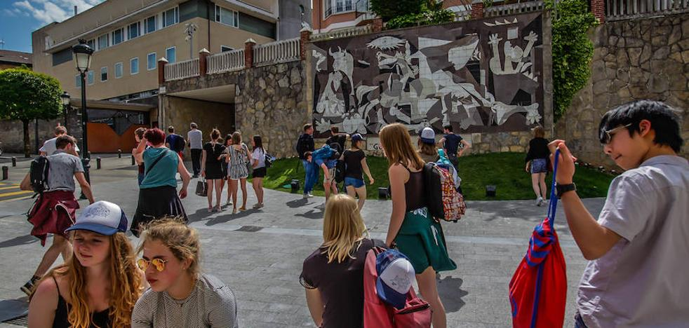La afluencia de turistas a Gernika crece un 2,4% durante el último año
