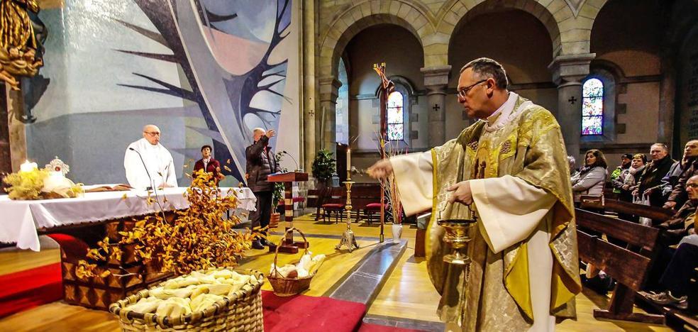 Bendición para panes y mascotas en Urkiola por San Antón