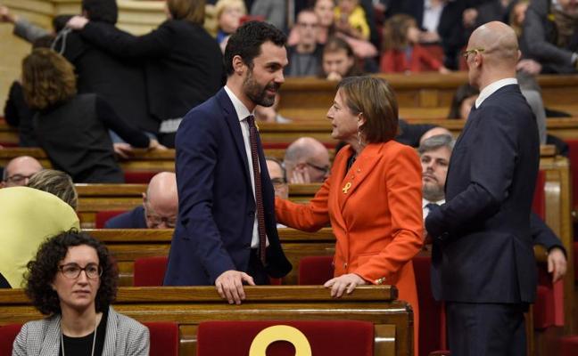 La Mesa de edad del Parlament acepta delegar el voto de los tres diputados en la cárcel