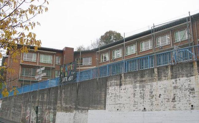 El Consistorio prevé terminar la cubierta del colegio Aperribai en junio