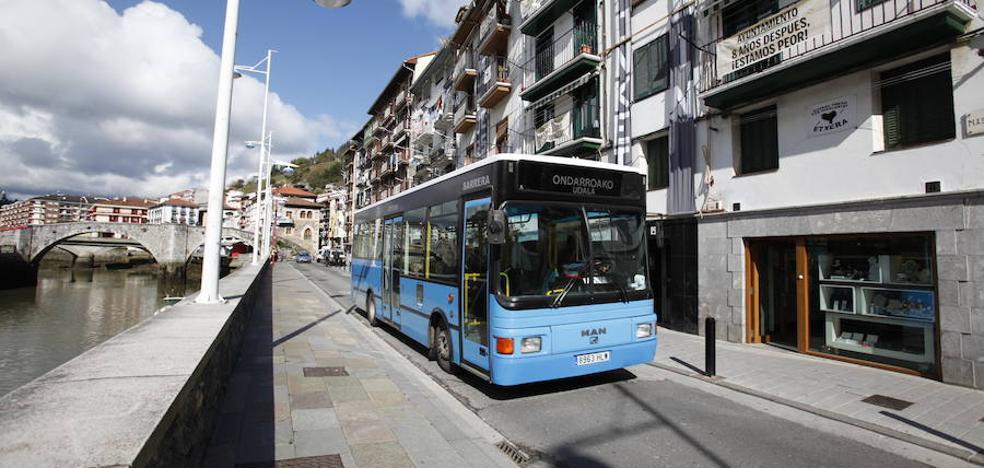 Ondarroa mantiene el autobús urbano pero reduce los viajes