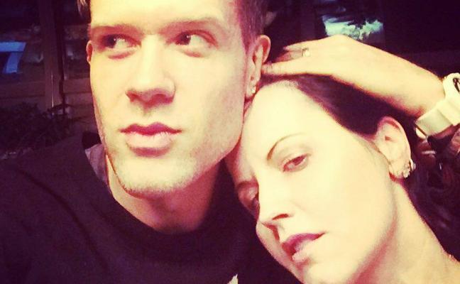 El novio de Dolores O'Riordan: «Estoy perdido, la echo tanto de menos»