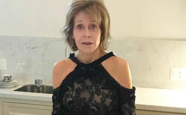 Jane Fonda duerme con su vestido de alfombra roja