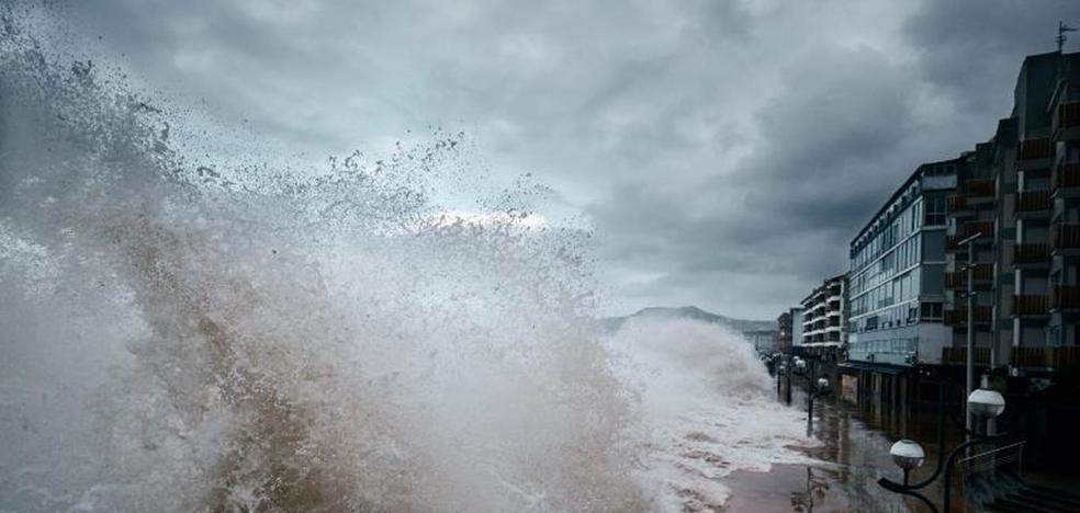 El aviso amarillo por olas seguirá activo hasta el sábado