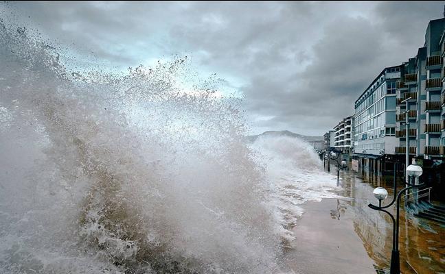 Alerta de olas de cuatro metros de altura este fin de semana en la costa vasca