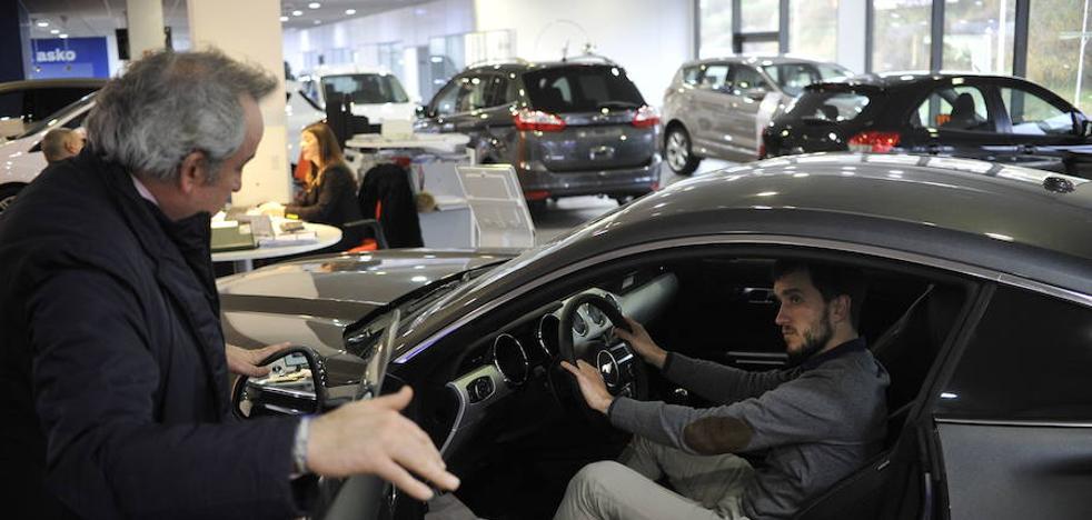 Los vehículos de gasolina superan en ventas a los diésel en el País Vasco