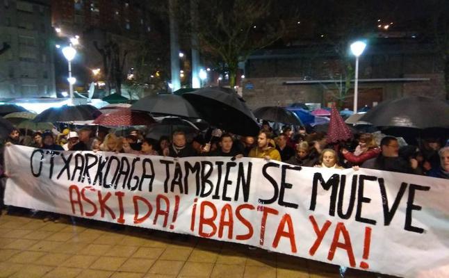 Masiva manifestación en Otxarkoaga para reclamar más seguridad