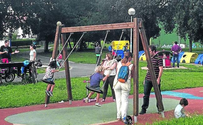 Sopela renovará y ampliará los columpios del parque de la Ballena