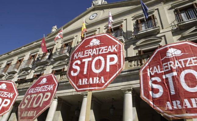 Stop Desahucios denuncia el desalojo de una familia con cuatro hijos en Vitoria