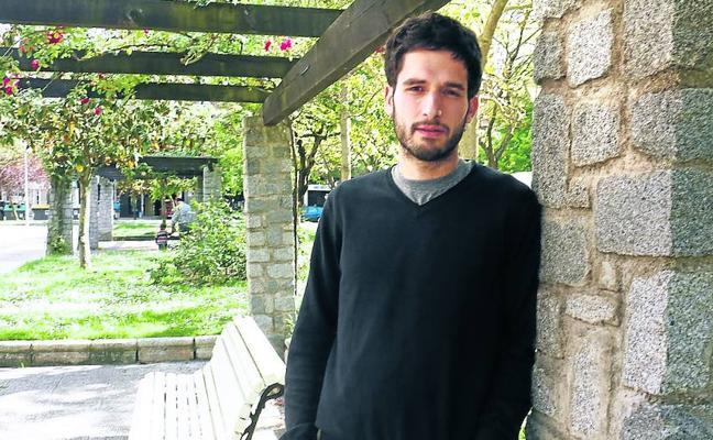 «He tenido la suerte de escribir lo que me apetecía y quiero sorprender al lector», afirma Álvaro Arbina