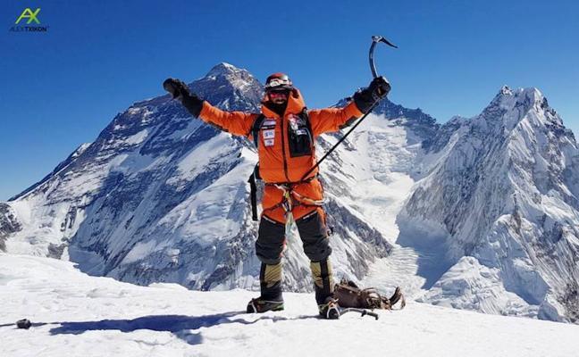 Txikon alcanza la cumbre del Pumori