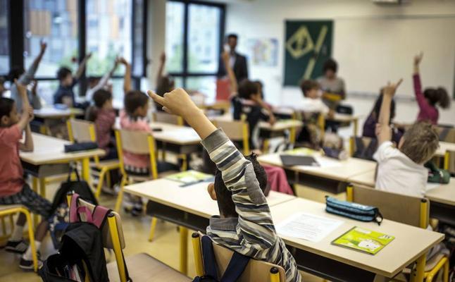 Profesores, familias y alumnos llevan sus propuestas sobre educación al Parlamento