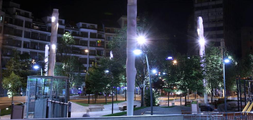 Un grupo de peatones reduce al ladrón de una zapatería de Bilbao que hirió a una dependienta