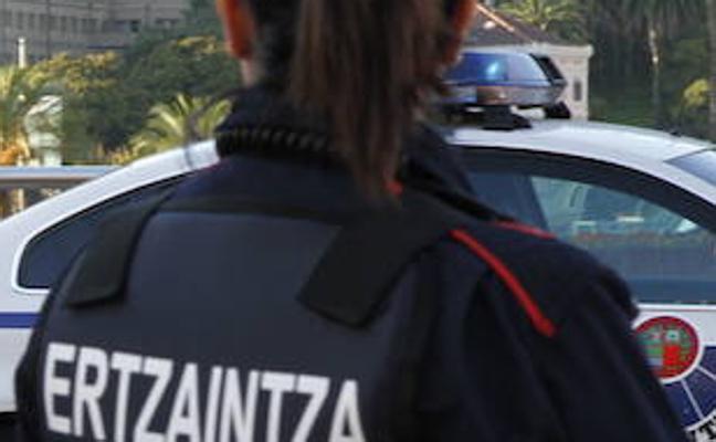 Dos detenidos en Bilbao por intentar atracar un bar y una tienda de chuches