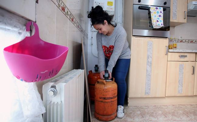 «Enciendo la calefacción sólo cuando están mis hijos. Si estoy sola, me pongo una manta»