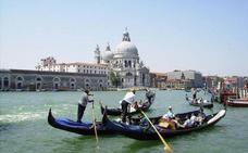 Multan a un restaurante veneciano por cobrar 1.143 euros a cuatro turistas por una comida