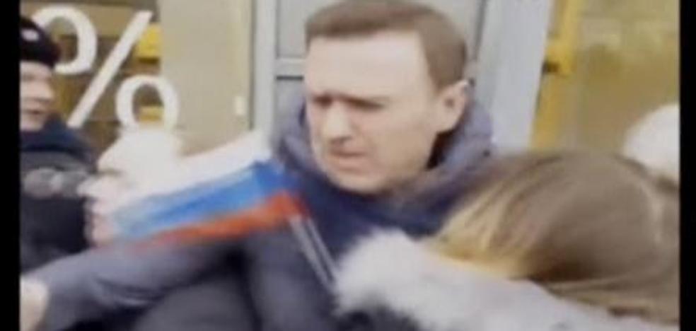 La Policía detiene al líder opositor Navalni en el centro de Moscú