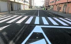 La reordenación de los aparcamientos en Fernández Ollero acaba tomando forma