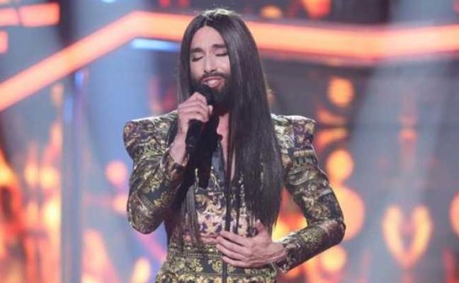 Sorpresa y trajes feministas en la gala eurovisiva de OT
