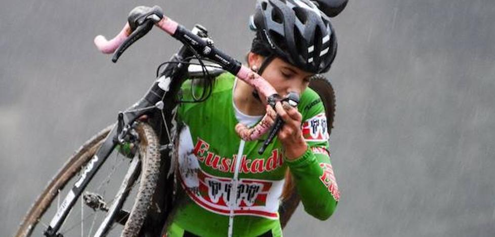 Anne de Pablo; «Ojalá pueda correr algún día en un equipo profesional»