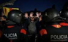 Dos detenidos durante los incidentes entre manifestantes y Mossos ante el Parlament