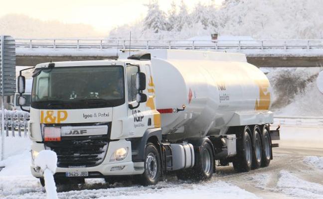 La nieve interrumpe el tránsito de camiones entre Álava y Burgos