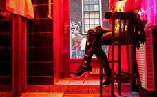 Nuevas reglas en el Barrio Rojo: no fotografiar ni mirar a las prostitutas